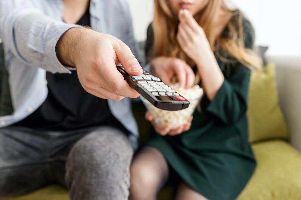 テレビが映らなくなった際にまずはテレビの設定を確認するイメージ