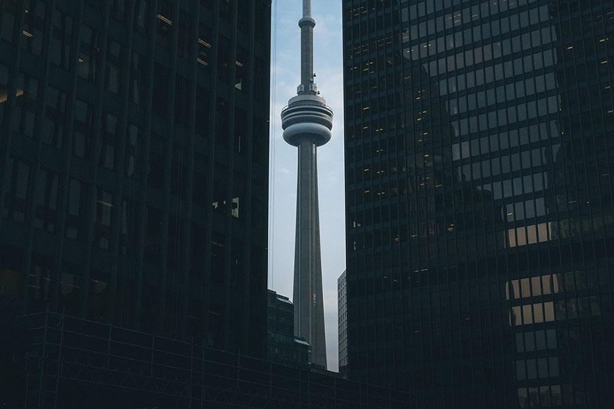 高いビルによりテレビアンテナの電波が遮断されるイメージ